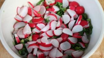 Свежий салат с плавленым сырком - фото шаг 2