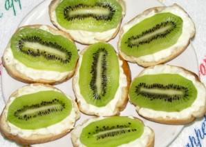Бутерброды с сыром и киви - фото шаг 5
