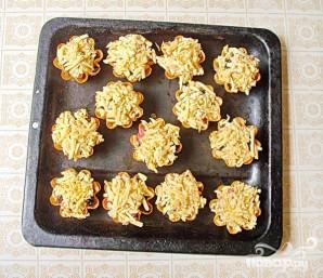 Тарталетки с мясом, фруктами и сыром - фото шаг 5