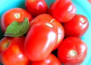 Малосольные помидоры с чесноком и зеленью - фото шаг 4