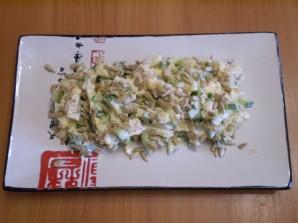 Салат с семечками и курицей - фото шаг 8