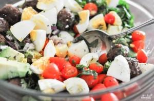Салат с фрикадельками - фото шаг 6