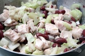 Салат из фасоли с курицей - фото шаг 4