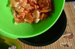 Свиная грудинка в луковой шелухе в мультиварке - фото шаг 1