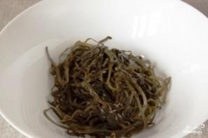 Салат с морской капустой и кальмарами - фото шаг 1