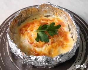 Куриное филе с помидорами и сыром в горшочках из фольги - фото шаг 5