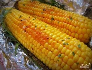 Кукуруза, запеченная в фольге с чесноком - фото шаг 3