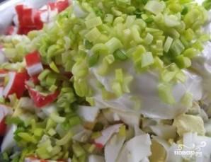 Салат из крабовых палочек с рисом - фото шаг 6