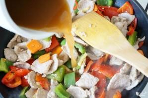 Свинина в кисло-сладком соусе с перцем - фото шаг 4