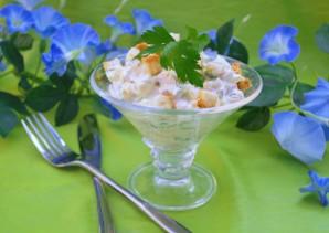 Салат с сыром и сухариками - фото шаг 5