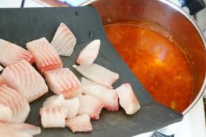 Томатный суп с рыбой - фото шаг 10