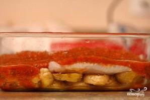 Запеченная рыба с картофелем и томатным соусом - фото шаг 4