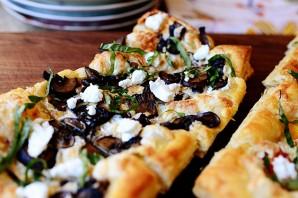 Слоеная пицца с грибами - фото шаг 8