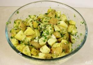 Картофель, запеченный в духовке с зеленью  - фото шаг 2