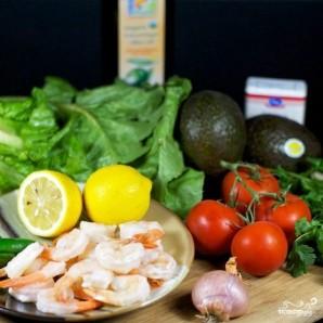 Салат с помидорами, авокадо и креветками - фото шаг 1