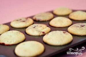 Капкейки с малиновым джемом и лимонной глазурью - фото шаг 5
