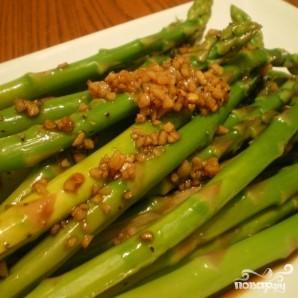 Салат из спаржи с чесноком - фото шаг 4