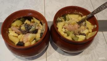 Жаркое из курицы, картошки и грибов - фото шаг 7