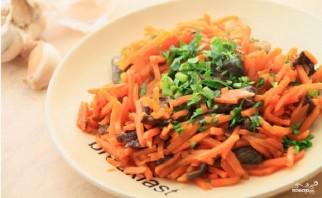 Морковь с грибами - фото шаг 4
