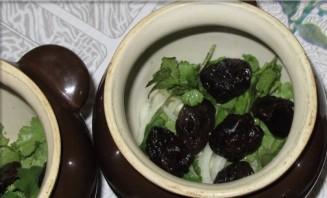 Баранина с черносливом в горшочке - фото шаг 2