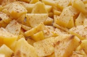 Шарлотка с яблоками в духовке - фото шаг 2