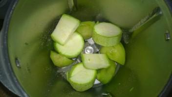 Зеленый коктейль с цукини - фото шаг 1