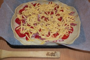 Пицца на дрожжевом тесте в духовке - фото шаг 5