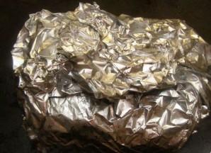 Мясо в духовке в фольге - фото шаг 5