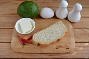Тост с яйцом и авокадо - фото шаг 1