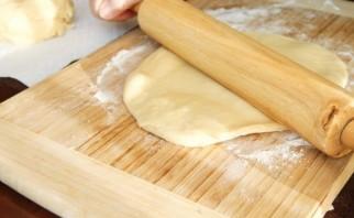 Пирог с вишней из дрожжевого теста - фото шаг 4