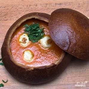 Томатный суп с куриными фрикадельками в горшочке из хлеба - фото шаг 13