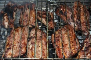 Свиные ребрышки на мангале - фото шаг 5