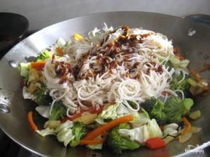 Лапша с овощами по-китайски - фото шаг 11