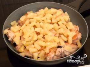 Курица, тушенная с ананасом - фото шаг 5