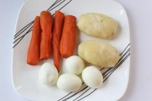 Салат с грибами жареными слоями - фото шаг 2
