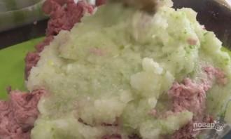 Очень нежные тефтели в томатно-сметанном соусе - фото шаг 2