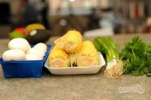 Салат с жареными грибами и кукурузой - фото шаг 1