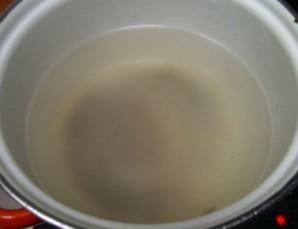 Капуста маринованная с чесноком и свеклой - фото шаг 1