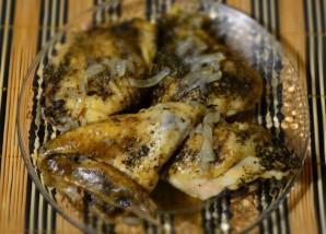 Курица с луком в мультиварке - фото шаг 5