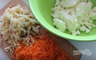 Морковно-яблочные сырники в ванильном соусе - фото шаг 1