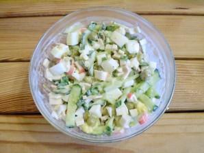 Салат крабовый с огурцом - фото шаг 8