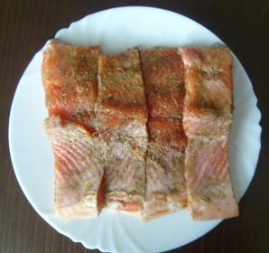 Красная рыба в мультиварке - фото шаг 3