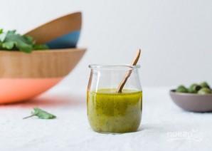 Легкий салат с зеленью, курагой и оливками - фото шаг 2