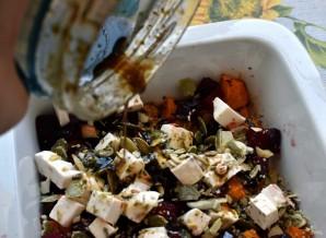 Теплый салат со свеклой и запеченной тыквой. - фото шаг 6