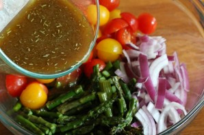 Салат с черри и сыром - фото шаг 6