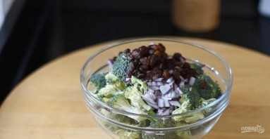 Салат из брокколи с йогуртом и беконом - фото шаг 2