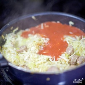 Тушеная капуста с сосисками - фото шаг 6