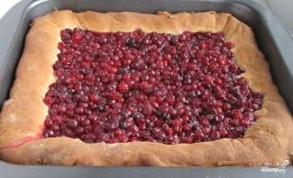 Пирог с брусникой и сметаной - фото шаг 7