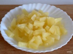 Салат с консервированным ананасом - фото шаг 2