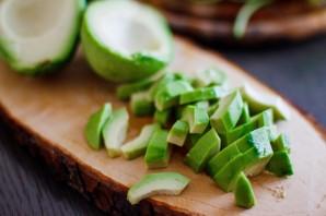 Салат с угрем - фото шаг 4